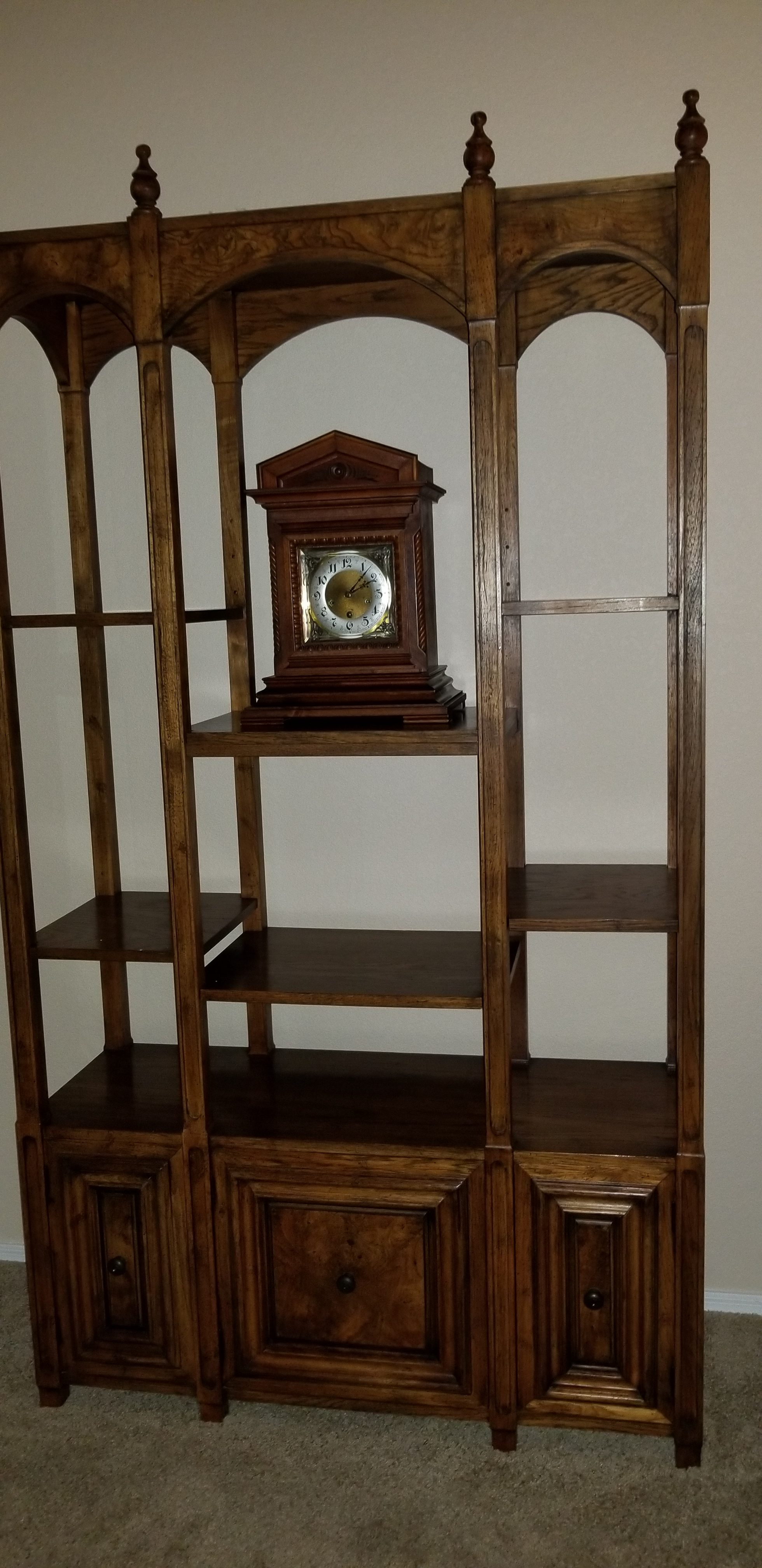 Etagere/display cabinet