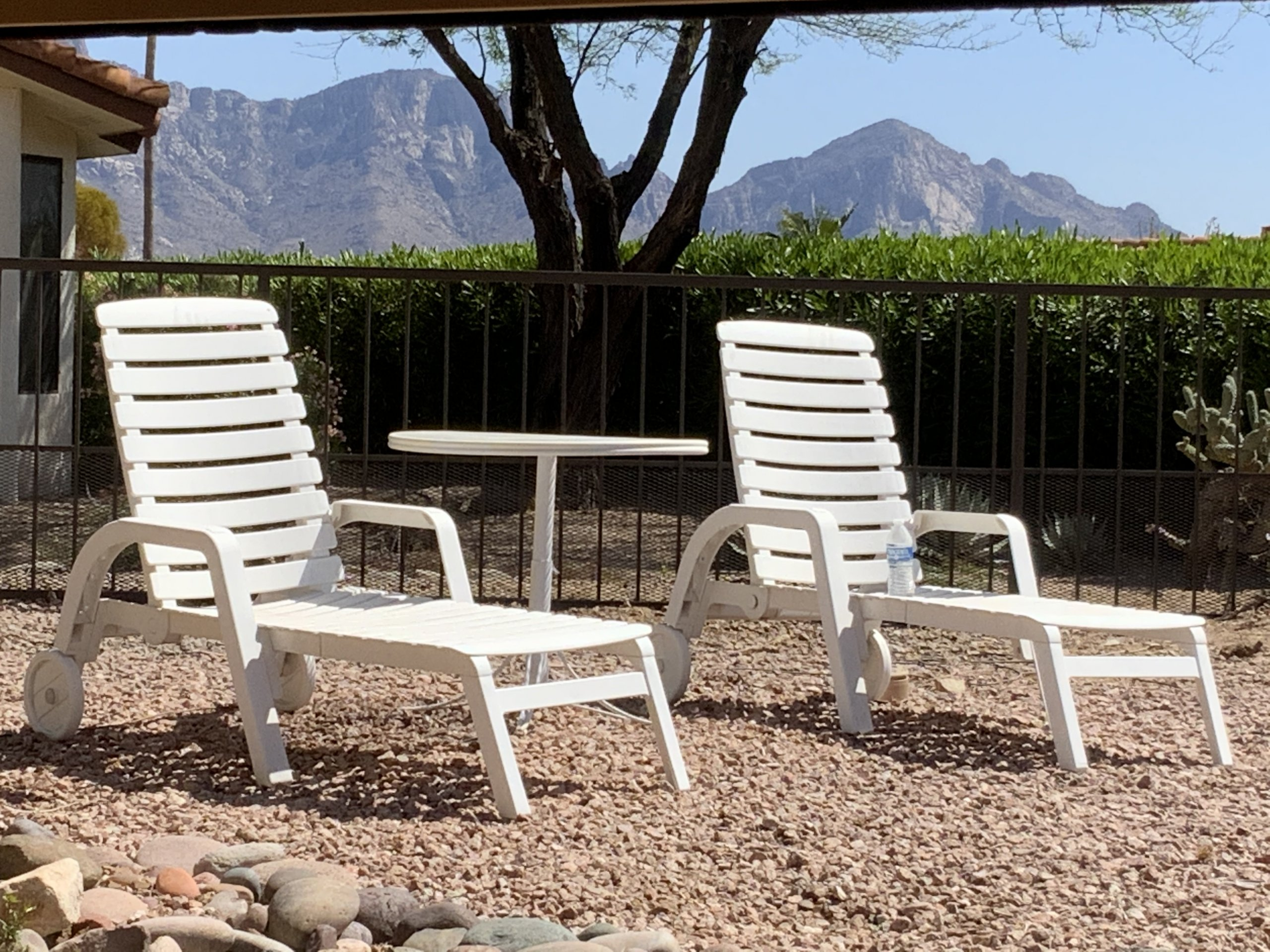 Hard plastic lounge chairs for patio