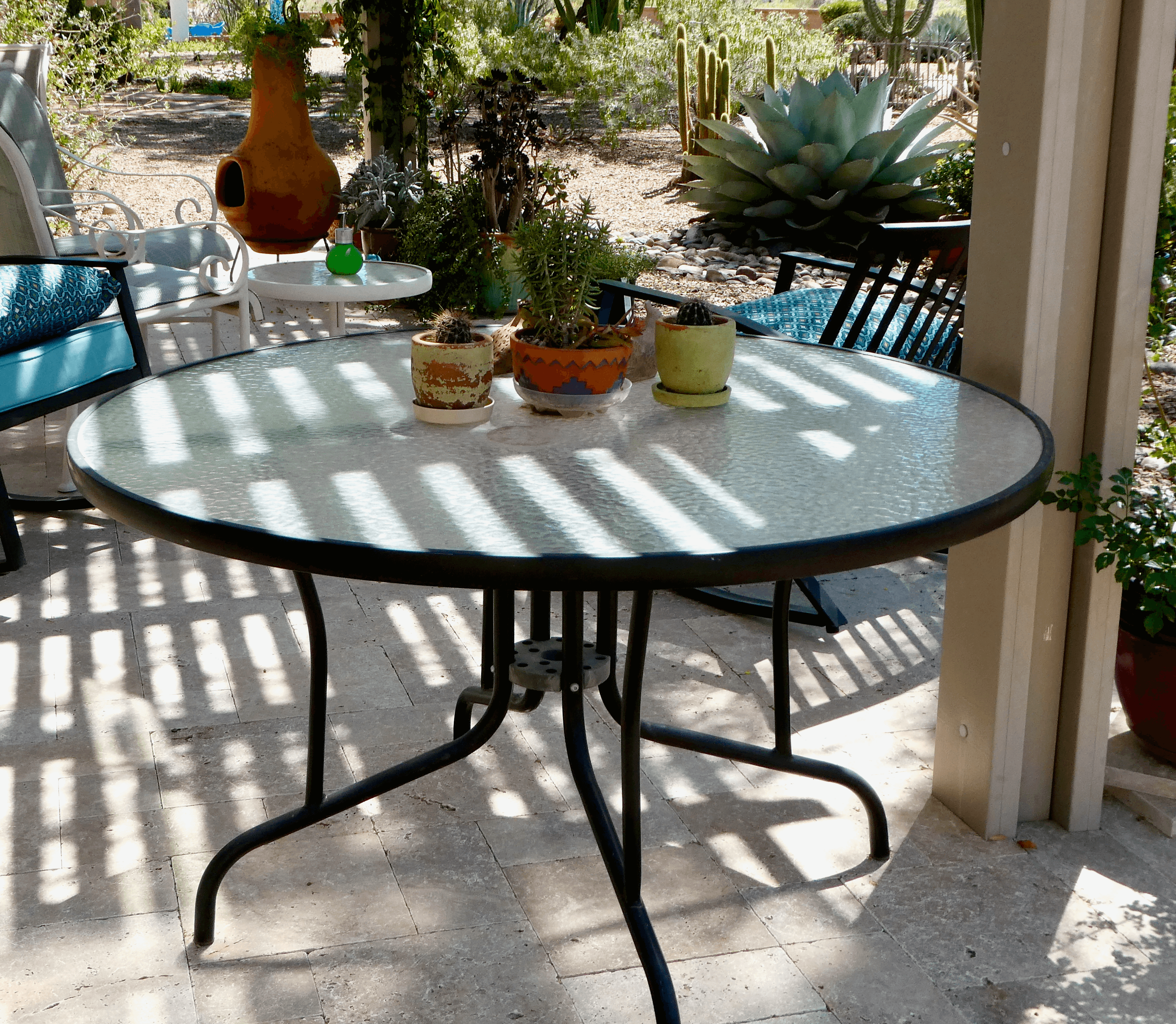 48″ Round Patio Table with Glass Top