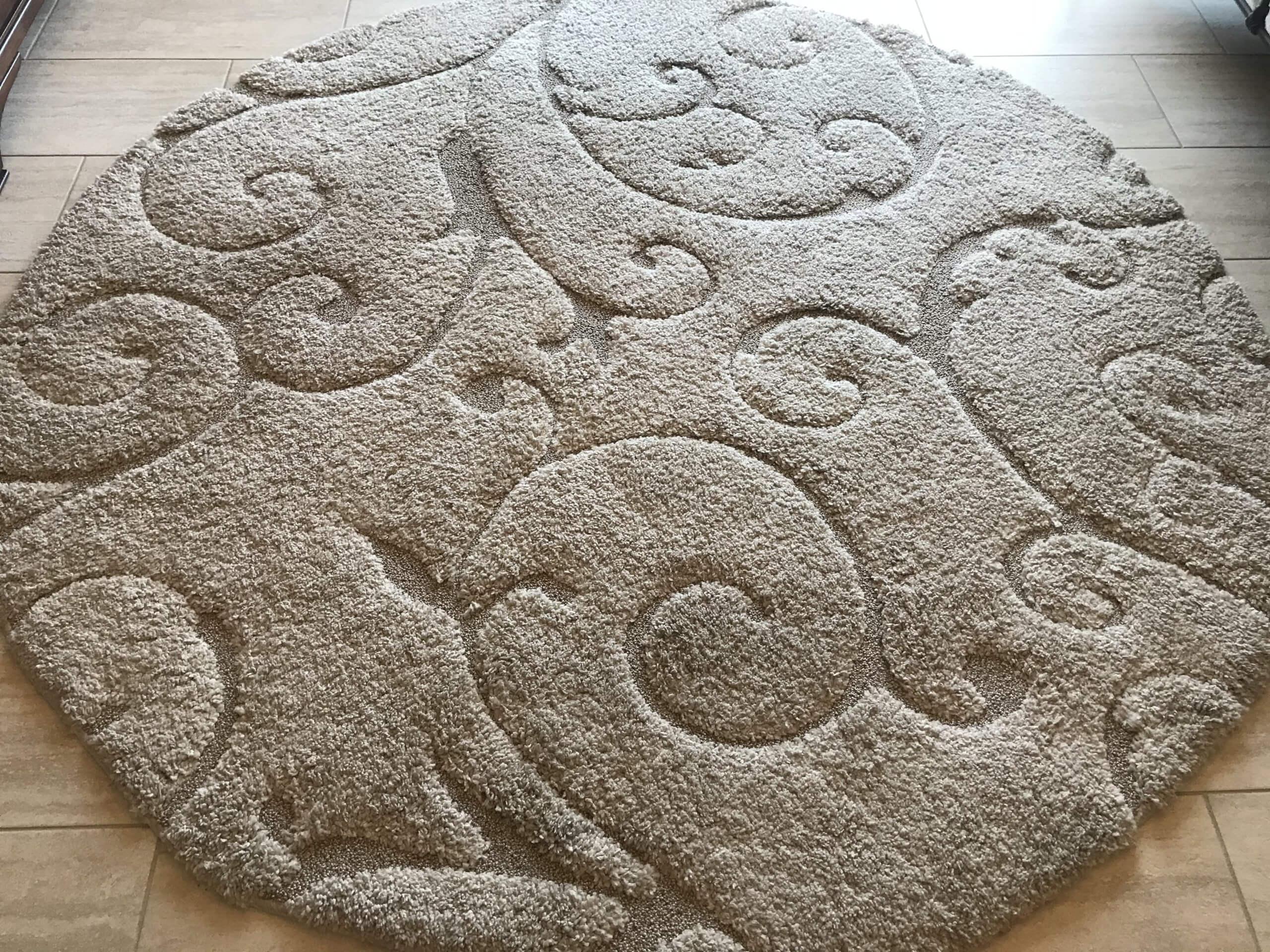 Round shag cream/beige area rug
